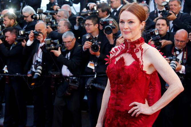 Джулианна Мур на красной дорожке 70-го Каннского международного кинофестиваля