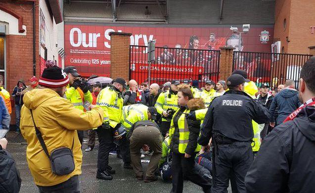 Перед матчем «Ливерпуль» — «Рома» произошли столкновения между...