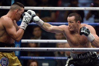 Российский боксер Денис Лебедев сражается с австралийцем Марком Флэнаганом за звание чемпиона мира в тяжелом весе по версии Всемирной боксерской ассоциации (WBA)