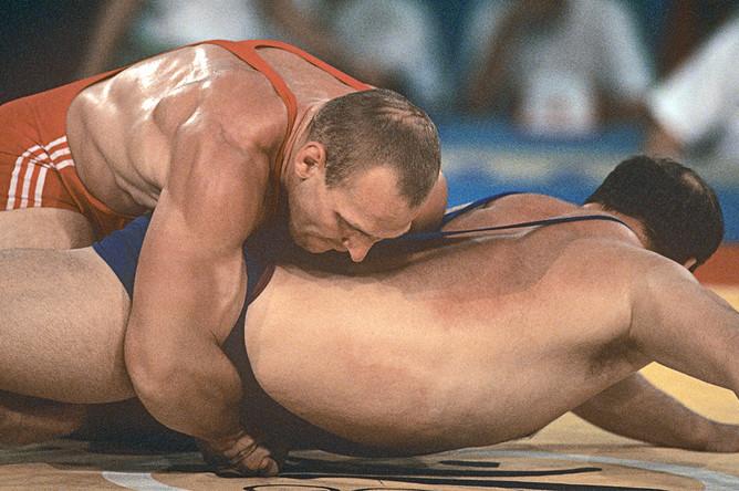 Александр Карелин во время XXV летних Олимпийских игр в Барселоне, 1992 год