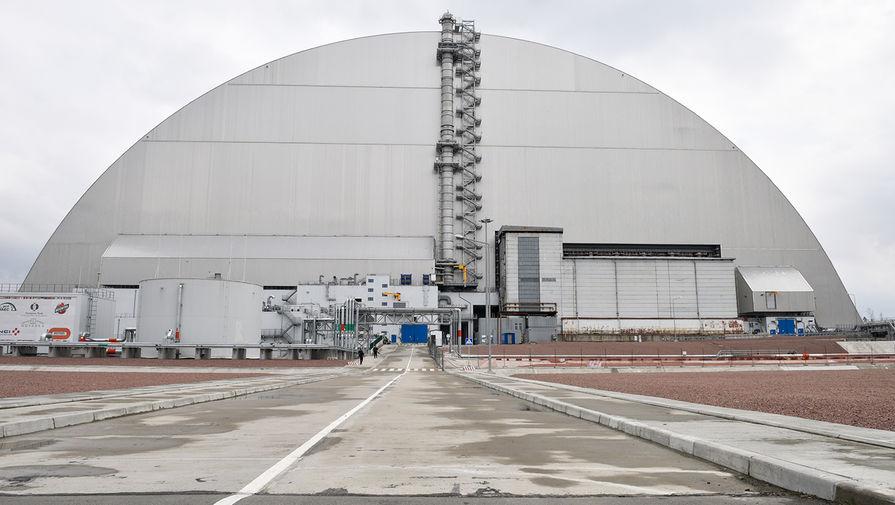 Изоляционное арочное сооружение (Новый безопасный конфайнмент) над разрушенным в результате аварии 4-м энергоблоком Чернобыльской АЭС, апрель 2021 года