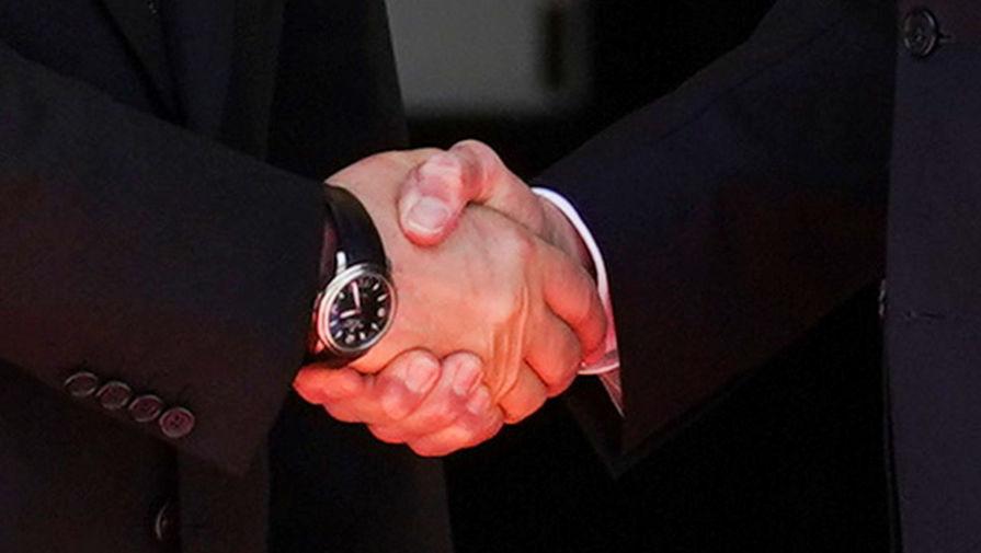 Рукопожатие Владимира Путина и президент США Джо Байдена во время встречи в рамках российско-американского саммита на вилле Ла-Гранж в Женеве, 16 июня 2021 года