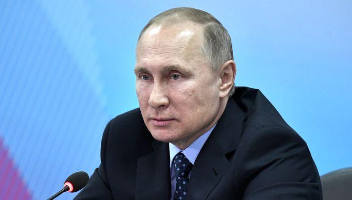 Владимир Путин во время совещания в Красноярске