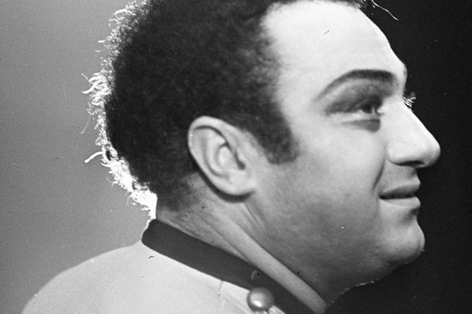 Народный артист СССР Зураб Соткилава в роли Хозе в опере Жоржа Бизе «Кармен» на сцене ГАБТ СССР, 1981 год