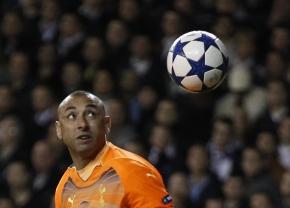 Через мгновение мяч окажется в воротах Гомеса