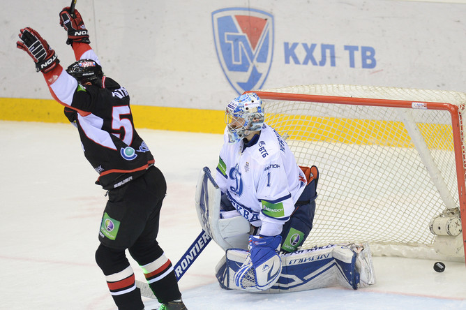В воротах Александра Еременко побывало три шайбы