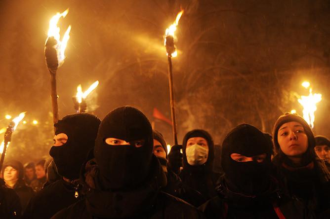"""150 радикалов решили поджечь дом судьи, чтобы тот принял """"верное"""" решение"""