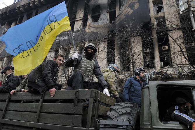 Протестующие остаются на площади Независимости в Киеве