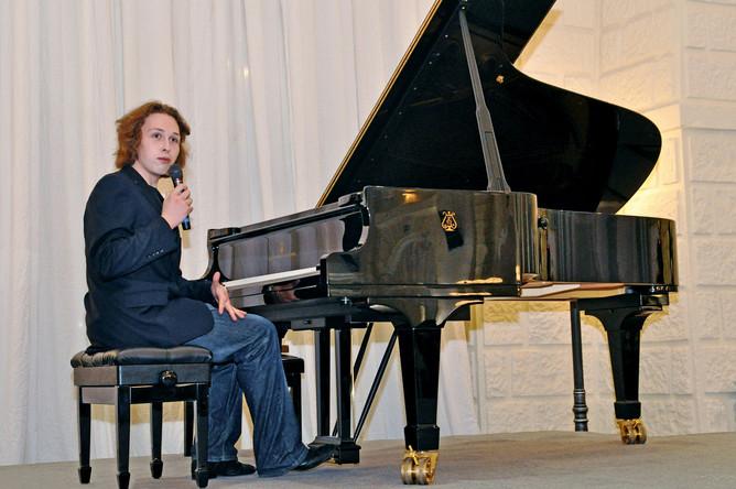 Пианист Лука Затравкин на открытии Благотворительного фонда культуры и искусства «Новый Сочи»