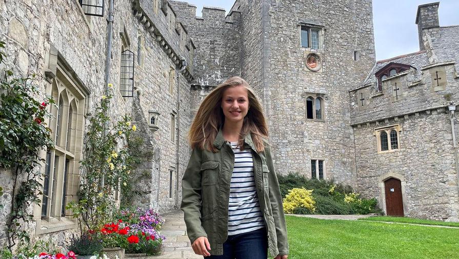 Испанская принцесса поступила в британский колледж