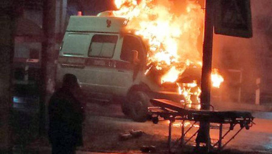 В Новосибирске загорелся автомобиль скорой помощи