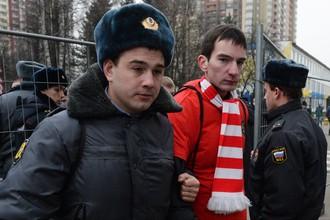 Сотрудники полиции применили силу по отношению к болельщикам «Спартака» во время матча с «Ростовом»