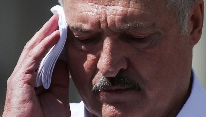 Президент Белоруссии Александр Лукашенко выступает на митинге своих сторонников на площади Независимости, 16 августа 2020 года
