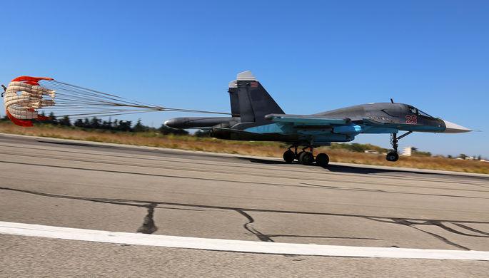 Многоцелевой истребитель Су-30СМ во время посадки после боевого задания на аэродроме Хмеймим, 2015 год
