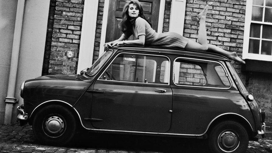 В кино Рэмплинг пришла в 19 лет. Первые роли актриса сыграла у Ричарда Лестера в комедии «Сноровка» и в первом битловском фильме «Вечер трудного дня», но даже не была указана в титрах. После третьего фильма — «Девушка Джорджи» — Рэмплинг наконец-то заметили, но приглашали по-прежнему на легкомысленные роли. Вернувшись из Британии во Францию, Рэмплинг легко прижилась в европейском артхаусе — ее первой серьезной картиной стала «Гибель богов» Лукино Висконти.