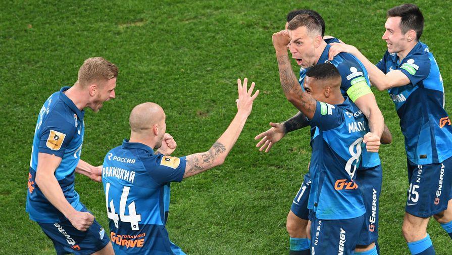 Игроки «Зенита» празднуют гол в матче с «Локомотивом»