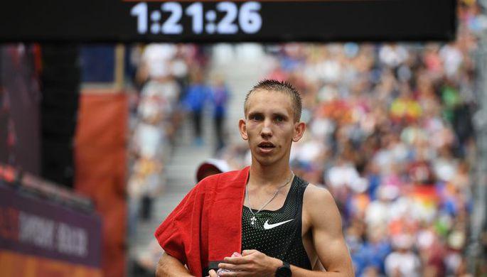Василий Мизинов (Россия) в финале по спортивной ходьбе на дистанции 20 км среди мужчин