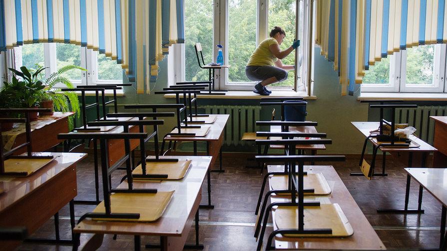 В Элисте требуют наказания экс-директора школы за поборы