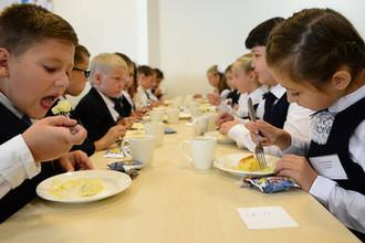 Продукты оставь дома: что запретят кушать школьникам