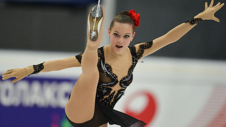 Аделина Сотникова выступает с короткой программой на соревнованиях четвертого этапа Гран-при по фигурному катанию, 2012