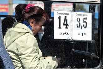 Цена проезда на стекле маршрутного такси в Севастополе