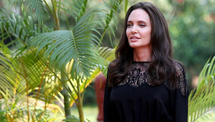 Анджелина Джоли написала статью с генсеком НАТО