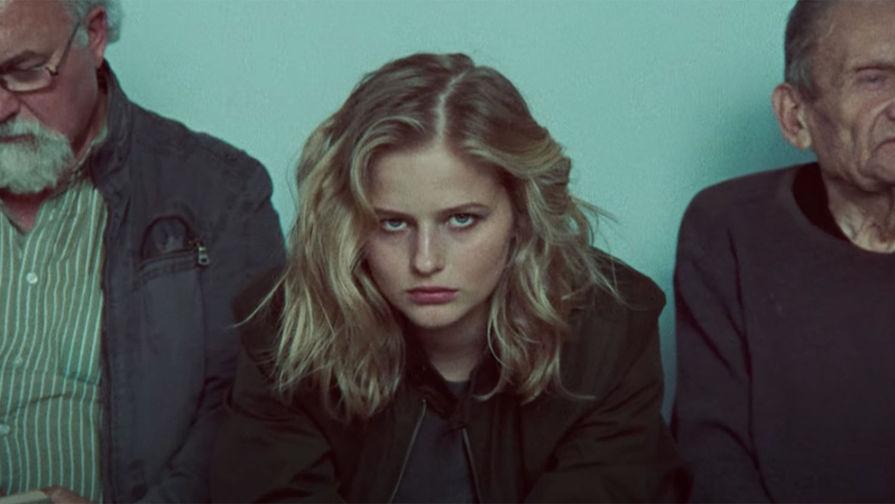 Актриса Саша Бортич. Кадр из клипа «Elasticity» Сержа Танкяна