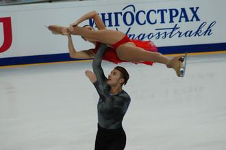 Кристина Астахова и Алексей Рогонов (Россия) во время выступления в короткой программе пар