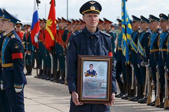Церемония прощания с Героем России Александром Прохоренко, погибшим при выполнении боевой задачи в Сирии