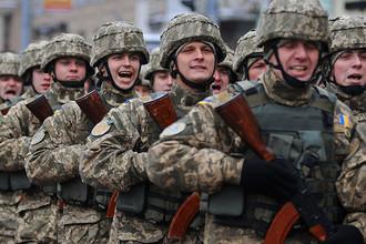 Украинские военнослужащие во время марша по случаю празднования 25-й годовщины вооруженных сил Украины во Львове, декабрь 2016 года
