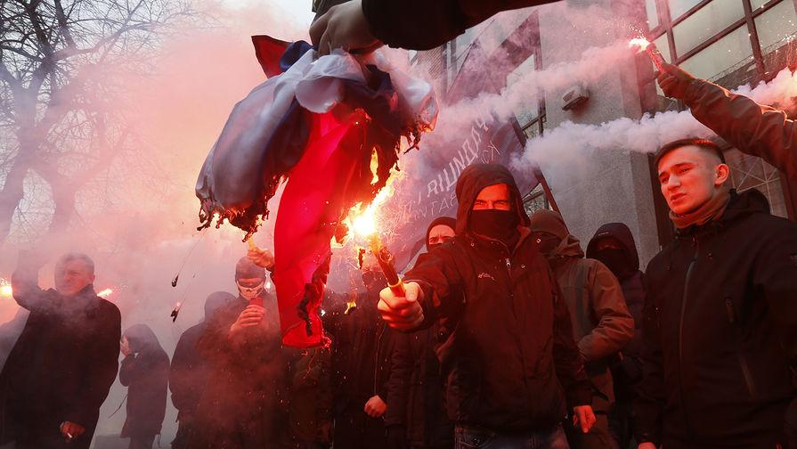 В Киеве радикалы пытались взять штурмом здание полиции