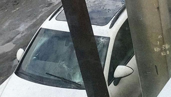 Машина вице-губернатора Тюкавина пострадала от схода наледи, 13 апреля 2018 года