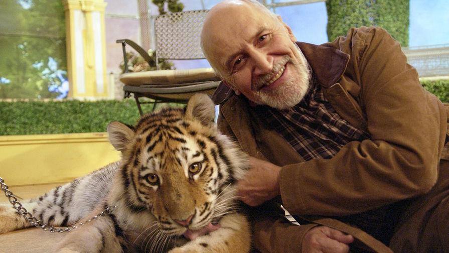 Николай Дроздов с тигром на съемках программы «В мире животных», 2006 год