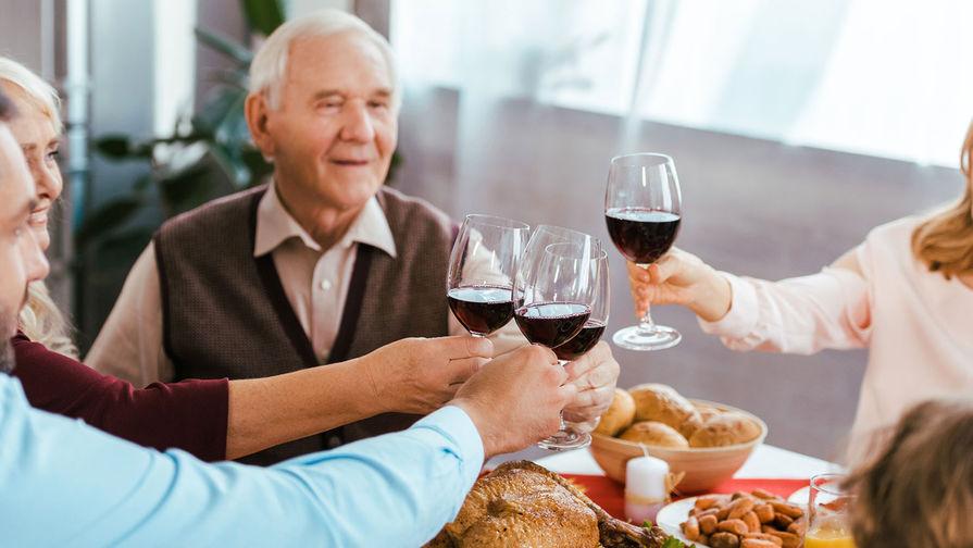 Ученые назвали опасность позднего ужина