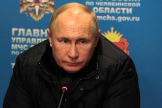 Президент России Владимир Путин во время экстренного совещания в главном штабе МЧС по Челябинской области по ситуации со взрывом бытового газа в жилом доме, 31 декабря 2018 года