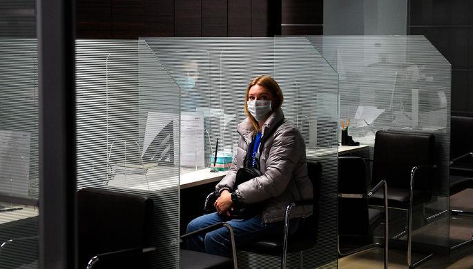 «Банки чувствуют опасность»: россиянам стали чаще отказывать в кредитах
