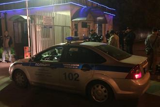 Автомобиль полиции около входа в городскую клиническую больницу №68, 21 сентября 2017 года