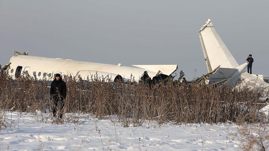 Летевший из Алма-Аты в Нур-Султан самолет упал на землю за пределами аэродрома в Алма-Аты 27 декабря 2019 года. По последним данным МВД Казахстана, спасатели нашли тела 12 человек. С места крушения были госпитализированы 35 пострадавших, 22 человека в крайне тяжелом состоянии. <br>Самолет упал из-за столкновения с двухэтажным зданием после взлета. На борту находилось 95 пассажиров и пять членов экипажа.