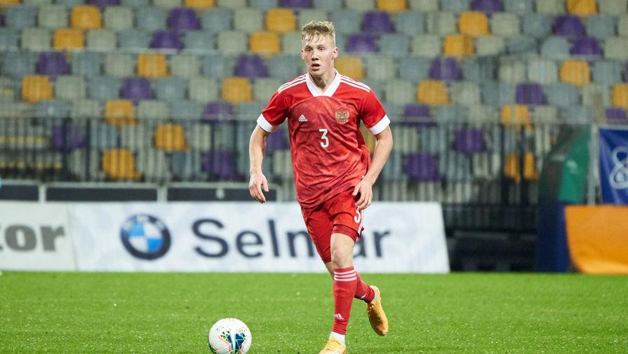 Защитник молодежной сборной России Павел Маслов