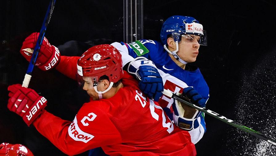 Слева направо: Артём Зуб (Россия) и Адам Лишка (Словакия) в матче группового этапа чемпионата мира по хоккею 2021 между сборными командами Словакии и России, 24 мая 2021 года