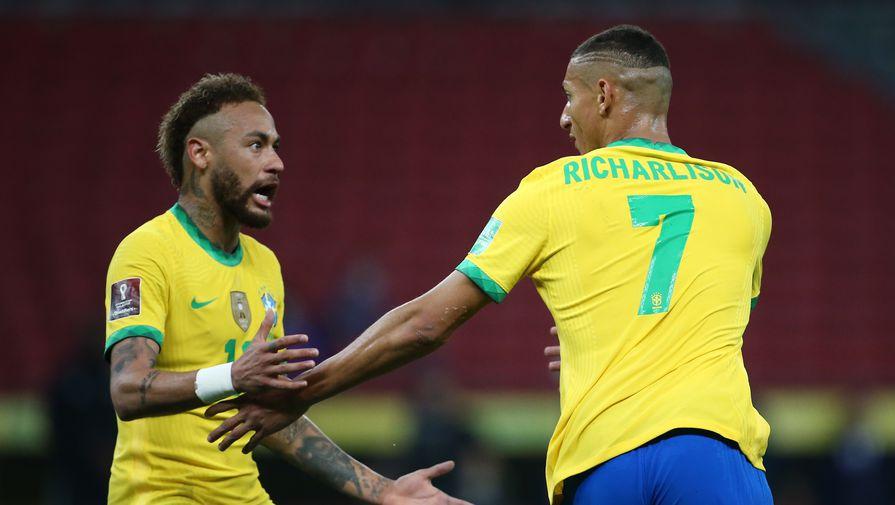 Неймар и Ришарлисон в составе сборной Бразилии празднуют гол