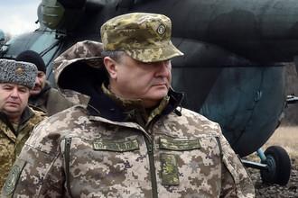 Петр Порошенко во время рабочей поездки в Донецкую область, март 2016 года