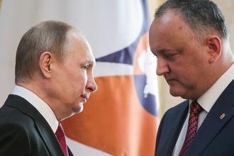 Президент России Владимир Путин и президент Молдавии Игорь Додон после заседания Высшего Евразийского экономического совета в Бишкеке, 14 апреля 2017 года