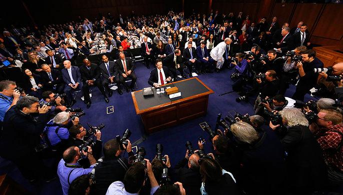 Экс-директор ФБР во время дачи показаний в специальном комитете сената США по разведке, 8 июня 2017 года