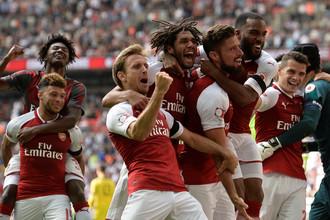 Игроки «Арсенала» празднуют победу в матче за Суперкубок Англии против «Челси»