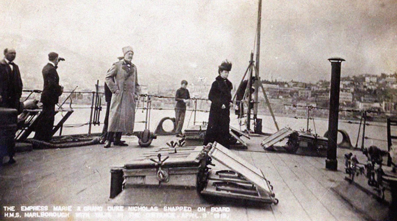 Императрица Мария Федоровна и великий князь Николай Николаевич Младший на борту британского линкора HMS Marlborough в Ялте, апрель 1919 года