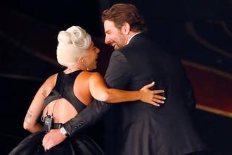 Леди Гага и Брэдли Купер во время церемонии вручения кинопремии «Оскар» в Лос-Анджелесе, февраль 2019 года