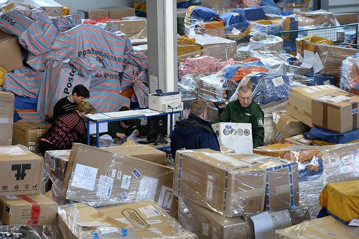 Разбросанные посылки у дороги под Липецком украли после вскрытия почтовой машины