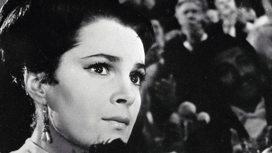 Элина Быстрицкая в роли Марии Андреевой в фильме Семена Туманова «Николай Бауман», 1968 год