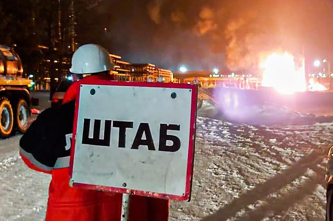 Ситуация на месте пожара на нефтеперерабатывающем заводе в Ухте, 9 января 2020 года